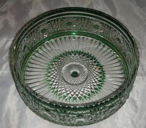 Antiguo Centro de mesa en Cristal tallado verde.Fees