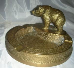 Antiguo Gran Cenicero Fundicion de Bronce figura oso.Fees