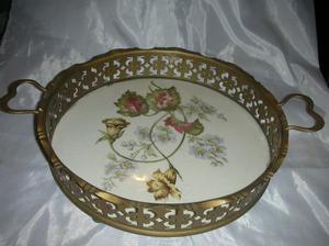 Bandeja Art Nouveau de ceramica montura metal.Fees