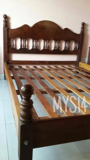 Cama de 2 plazas + mesas de luz de Algarrobo Macizo