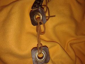 Cinto Cuero Gamuza y metal dorado 77cm HERMOSO
