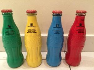 Coleccion De 4 Botellas De Coca Cola Un Color Una Causa