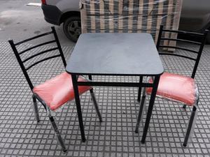 Mesa de bar con 2 sillas apilables