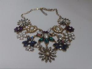 Pechera Collar Gargantilla De Metal dorado Y Piedras