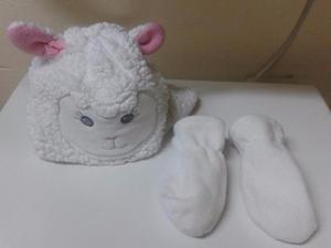 gorro ovejita y guantes IMPORTADO m use 1 vez hermosos
