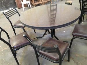 3 Mesa y 24 sillas de caño prácticamente nuevas. Se vende