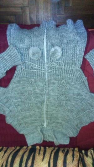 Campera de lana gris con capucha