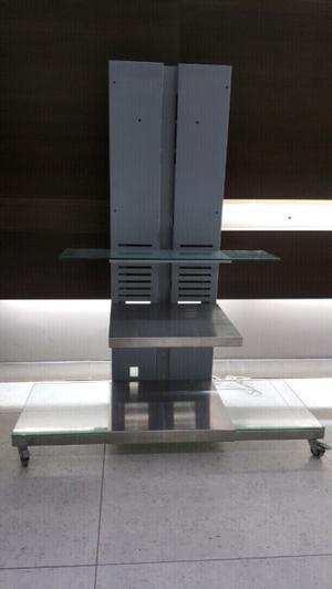 Mesa de tv vidrio y acero inoxidable con rueditas