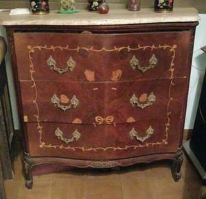 vendo cómoda y 2 mesas de luz antiguas estilo frances