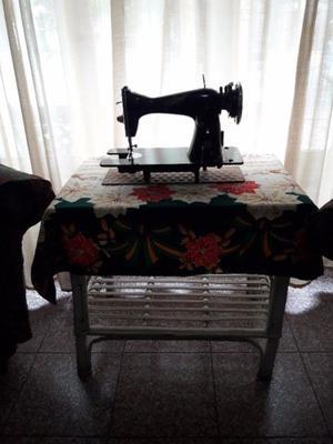 Antigua maquina de coser Sequenza sin pie