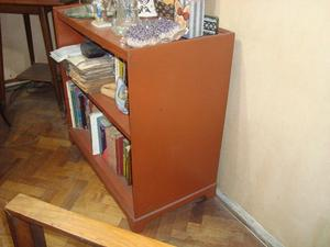 Biblioteca profunda de dos estantes
