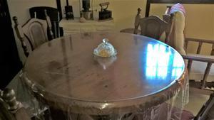 Mesa ratona redonda en vidrio y madera maciza posot class for Mesa algarrobo usada