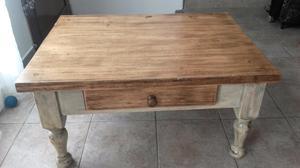 Mesa ratona de madera bicolor