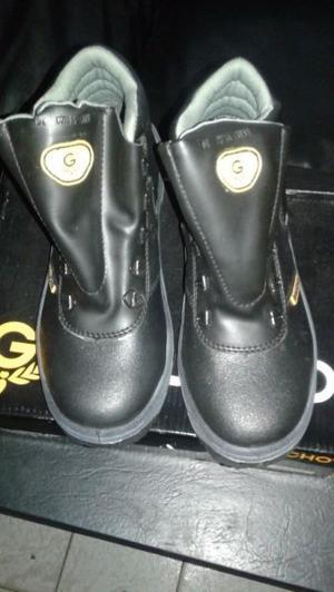 Vendo botines marca gaucho nuevos sin us