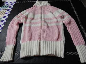 campera de lana blanca y rosa
