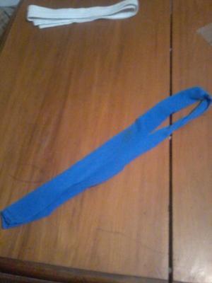 Vendo corbata azul, en excelente estado, usada