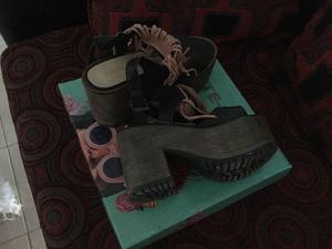 Vendo sandalías de cuero con plataformas impecables!!
