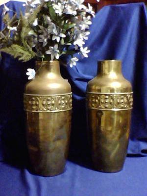 PRECIO DE OFERTA: antiguos jarrones de bronce labrado