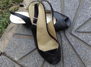 sandalias negras taco chino. Talle 38
