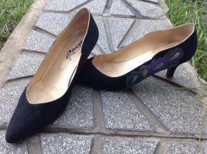 zapatos de fiesta en gamuza azul oscuro con aplique. Talle