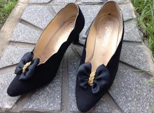 zapatos gamuza negros de fiesta con aplique. Talle 38