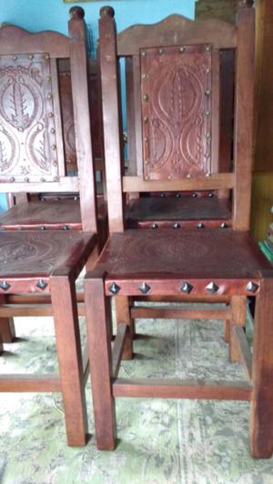 Antiguas sillas de algarrobo y cuero