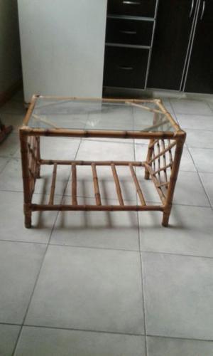 mesa ratona de caña con vidrio