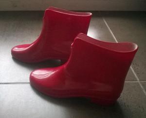 Botas de lluvia rojas