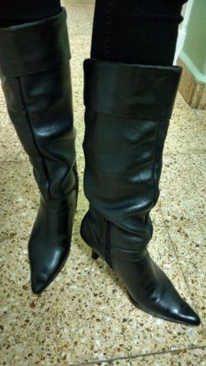Botas negras de cuero caña alta talle 37