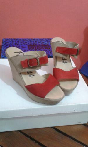 Sandalias beige y coral N°36