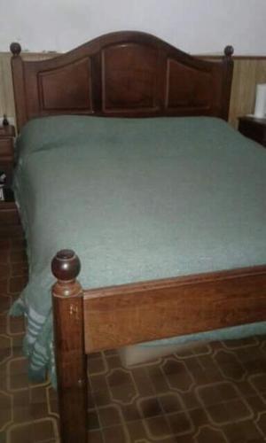 Juego de dormitorio matrimonial de algarrobo