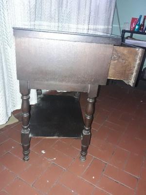 Mesa de luz antigua