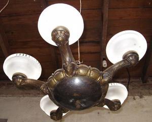 Araña de bronce antiguo de 5 luces con 5 tulipas.