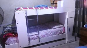 Cama cucheta triple con mueble y placard