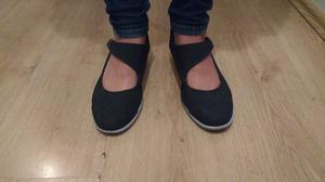 Sandalias De Color Negras.