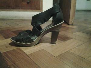 Sandalias negras con taco de corcho hush puppies. Talle 37