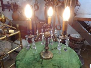 Antigua lámpara de mesa, bronce y caireles. Antigua Saudade