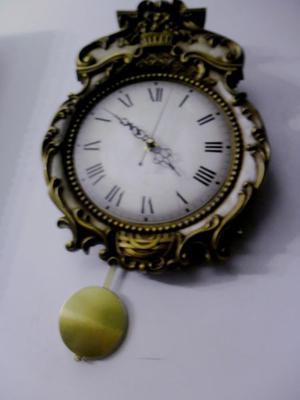 Reloj estilo barroco tallado en madera posot class for Reloj de pared con pendulo