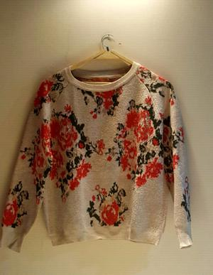 Sweter flores.