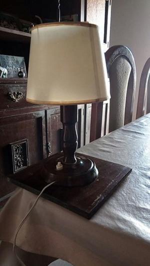 Vendo 2 veladores de madera antíguos, usados (con