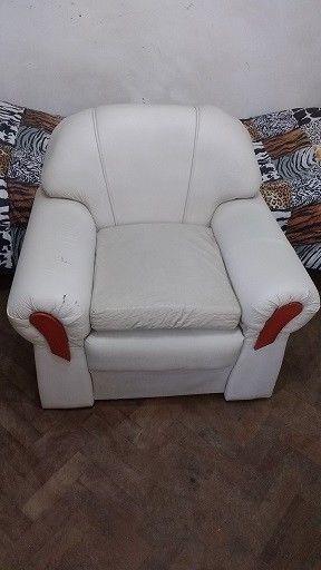 juego de tres sillones living en cuerina blanca