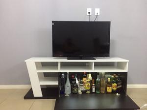 Mesa moderna de tv blanco y negro