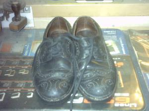 par de zapatos tradicional