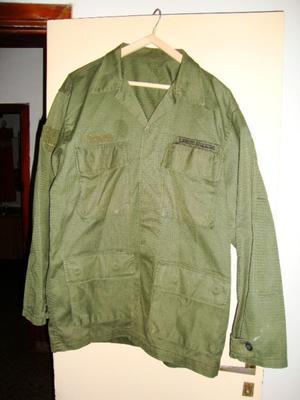 Camisa De Uniforme En Tela Rip Stop verde oliva usada pero