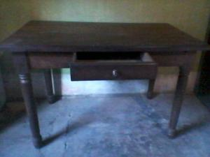 Mesa escritorio algarrobo macizo
