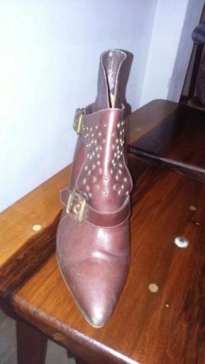 Vendo botas de cuero marrón con detalles talle 35
