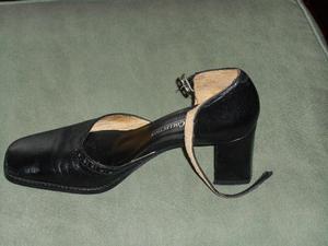 Zapatos negros de vestir marca Zara