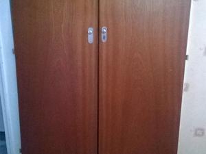 Vendo 4 puertas de madera para placard con manijas y