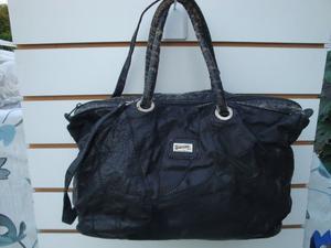 cartera cuero sintético color negro medidas largo 37cm alto