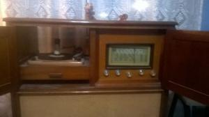 Antigua Fonola Con Tocadiscos y radio
